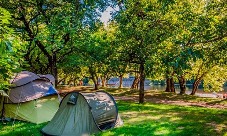 Où louer un emplacement de camping pas cher dans le Lot ?